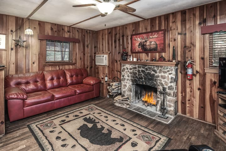 Whispering Pine Cabins - Lofty Pines -Comfy cabin
