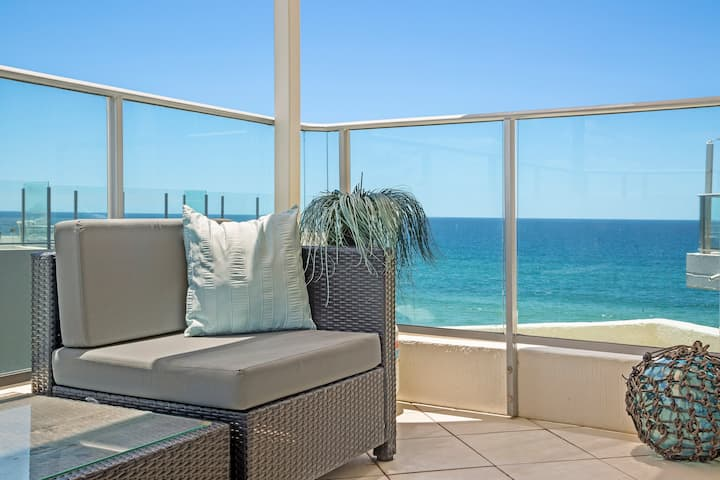 2 Bedroom Ocean side Views Apt MERMAID BEACH