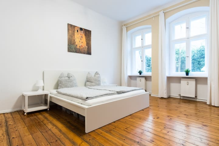 Fresh & Renovated 2 room w/garden in Kreuzkölln