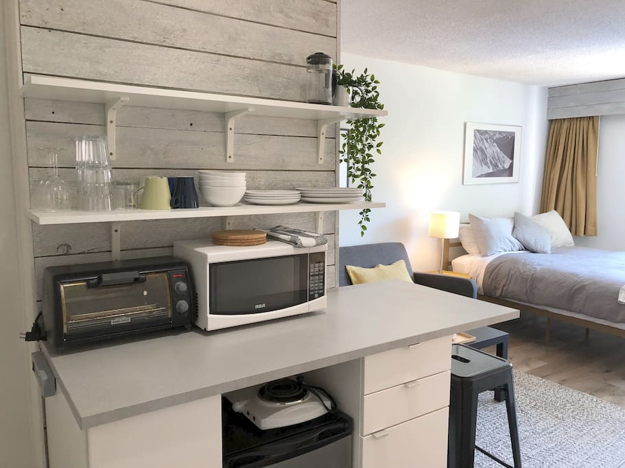 Kitchenette that allows easy meals and cold beverages.