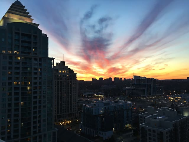 Sunset Views - (1 Bed + Den Apartment) - Toronto - Lägenhet