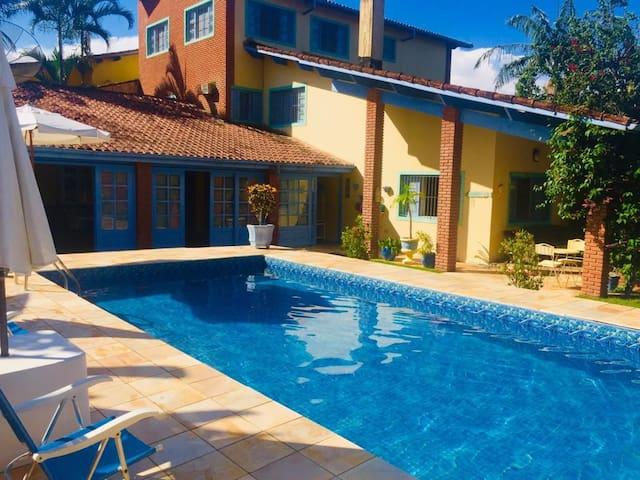 Incrível casa Itanhaem, com ótima area de lazer
