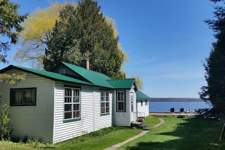 Rustic cabin w/sauna on Portage Lk - Dom