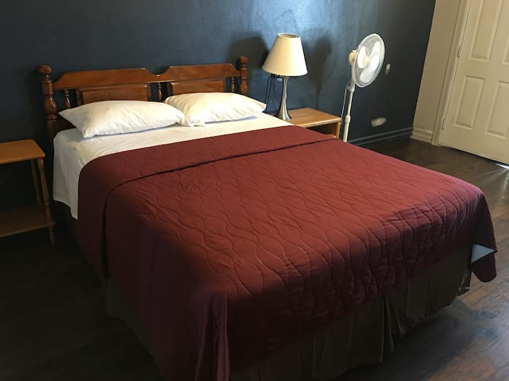 Angeles Motel Room with one Queen Bed