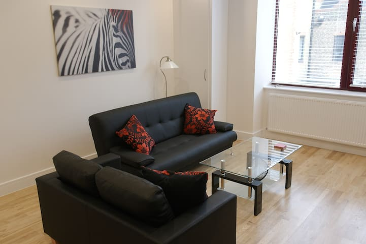 The Oaks - Horley - Apartament