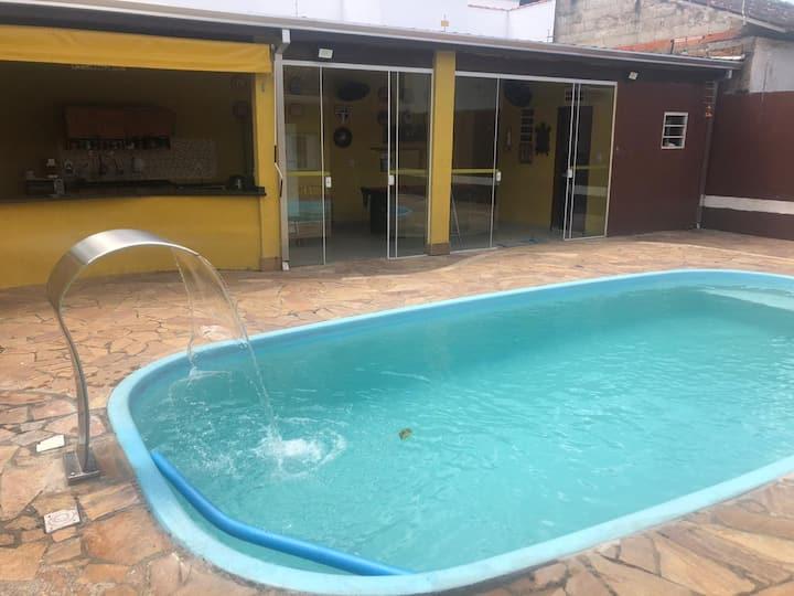 Casa com piscina e churrasqueira -Caraguatatuba-SP