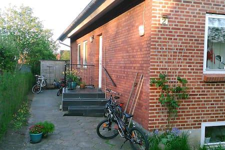 Villa i Aarhus N med plads til den store familie - オーフス
