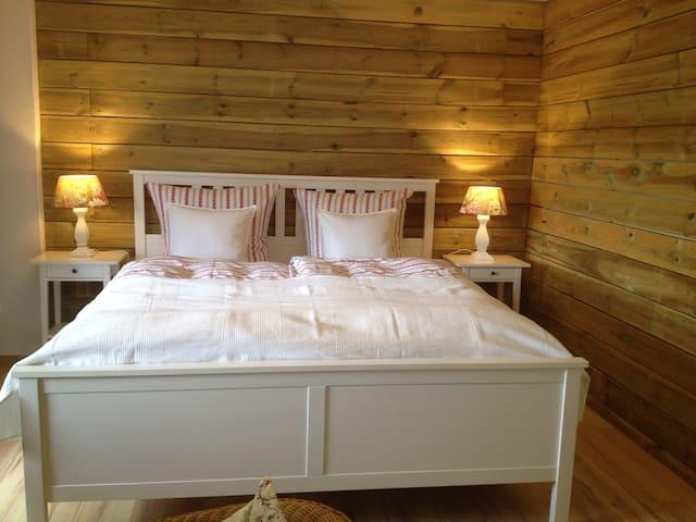 1. OG Doppelbett Schlafzimmer