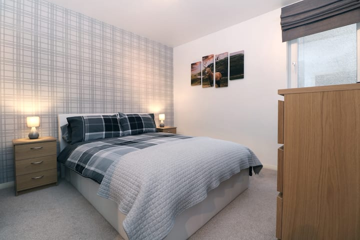 EXECUTIVE 2 BED, CITY CENTRE, WIFI, SECURE PARKING