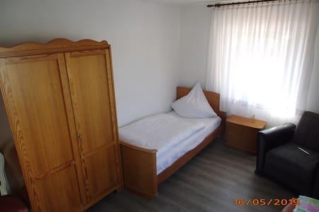 Sonniges Zimmer 16qm in  3-WG