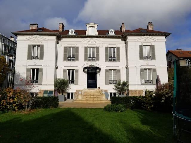 Grande Villa avec charme, rénovée et proche Paris.