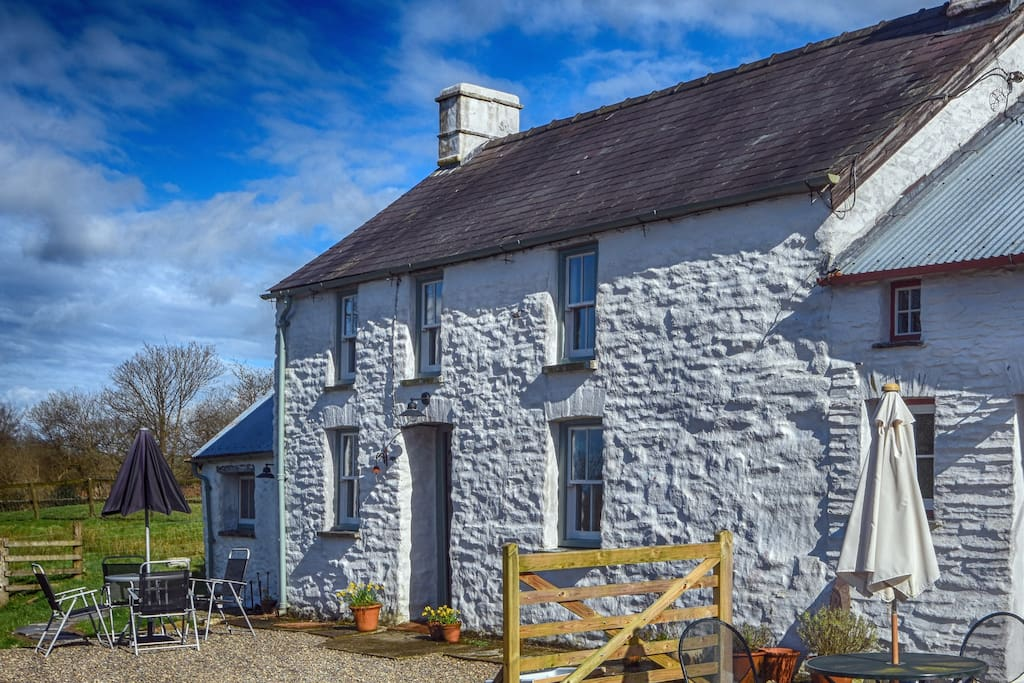 Cosy Traditional Eco Cottage Houses for Rent in Rhos
