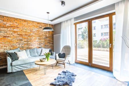 Modern Apartment with Garden Tarrace