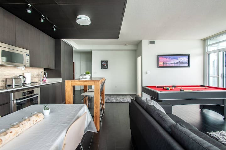 Pool table,Parkng,Jacuzzi,TV, jacuzzi, Lakeview