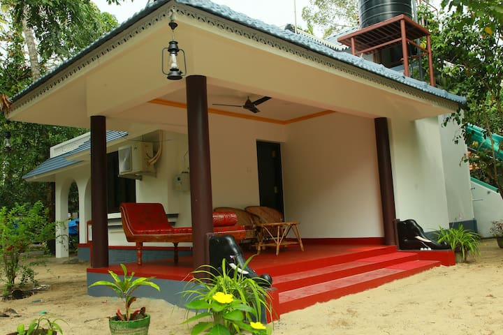 Neena Homestay at Marari beach (Rose room) - Kerala - Casa