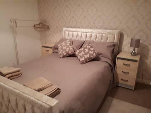 BRIGHT AND COSY 2 BEDROOM FLAT: HAMILTON