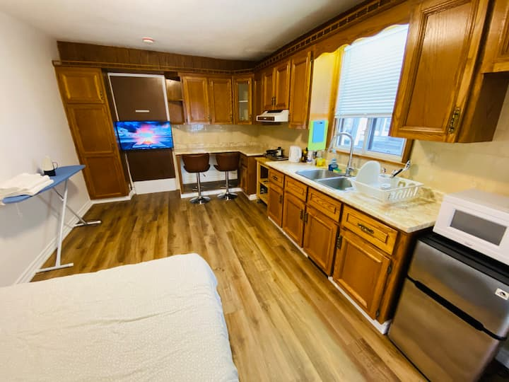 Private Apartment Amazing Downtown TO Location
