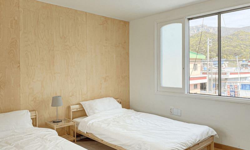 no3. single bed room