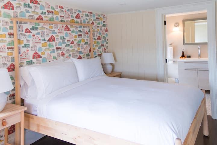 Suite at Historic Inn - Private Bath