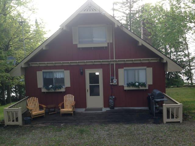 Cute and Cozy Grand Lake Cottage- Presque Isle, MI