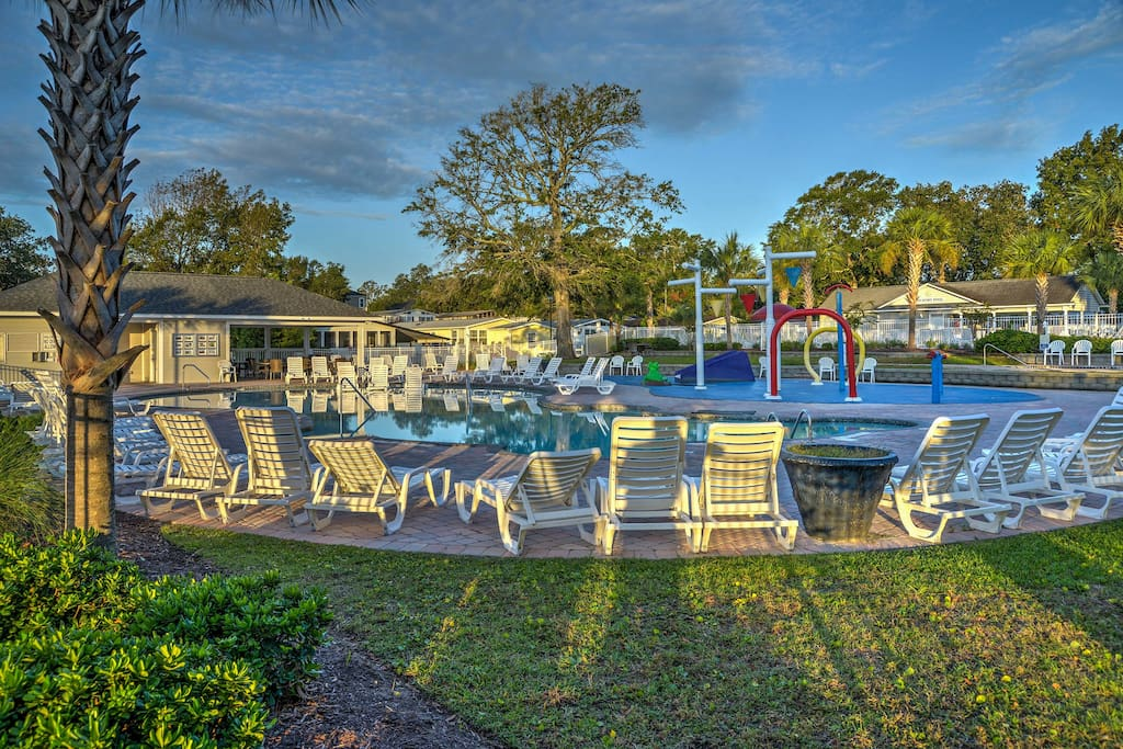 You'll have access to Oceanside village community amenities including 2 pools.