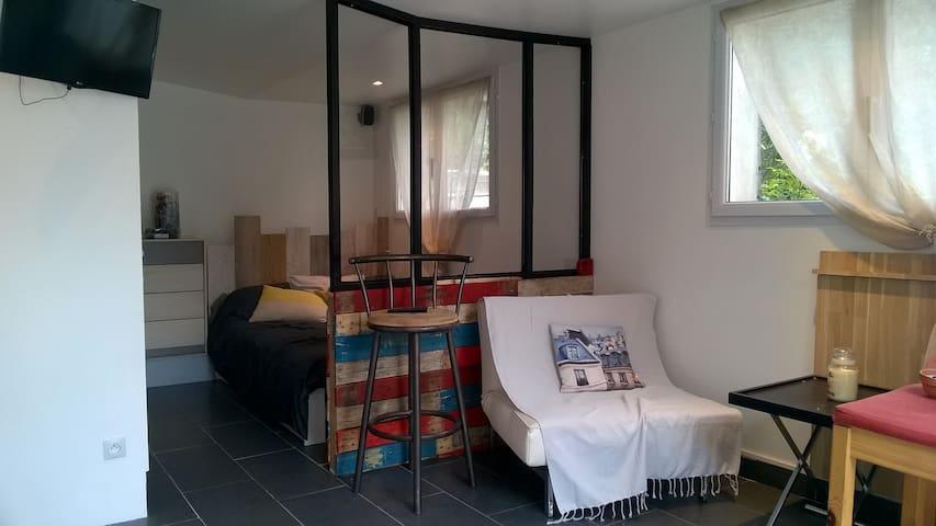 studio type loft 20 mn de Paris (BFM)