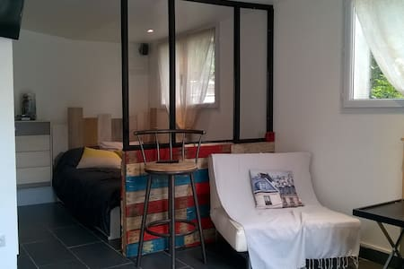 studio type loft 20 mn de Paris (BFM)