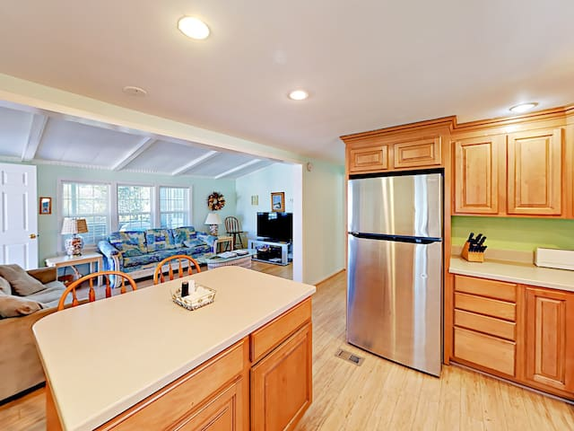Expansive, Beachy 4BR Home