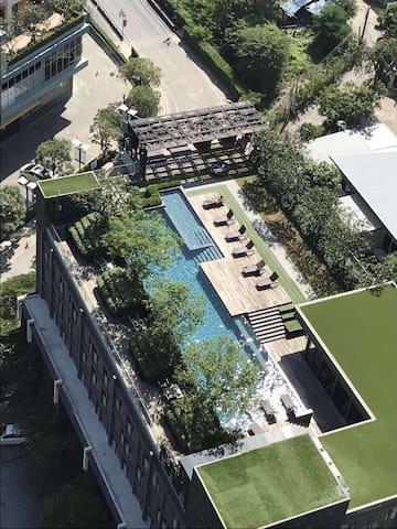 5 mins Bts on nut pool  Gym  1BR  高楼景观 泳池公寓 交通便利 - 曼谷 - Apartmen