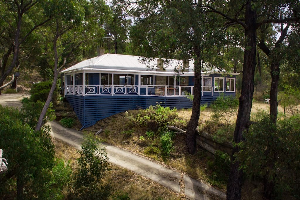 Our relaxing bush home, surrounded by 10 acres of native Australian landscape