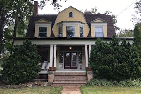 Historic Home 1 Mile from NYC Train - Plainfield - Casa