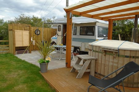 Love Bug retro camper for 2  With Hot Tub and Pool