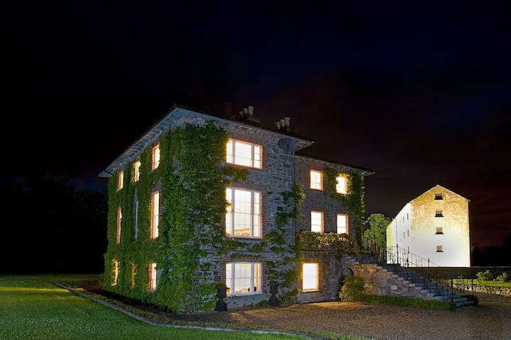 Georgian House in country setting - Durrow - House