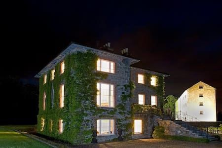 Georgian House in country setting - Durrow
