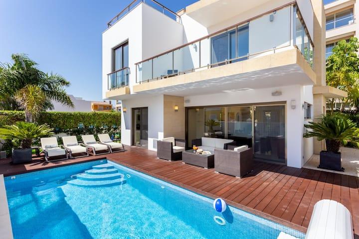 CoolHouses Burgau | 4 Bed Contemporary Villa & pool | Casa da Adriça