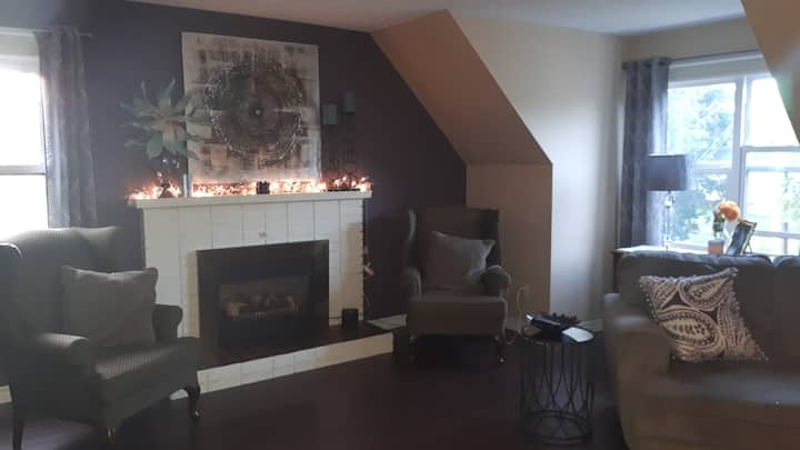 2 bedroom apartment 3km from moncton event center