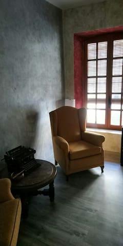 Habitación tranquila con cama de matrimonio