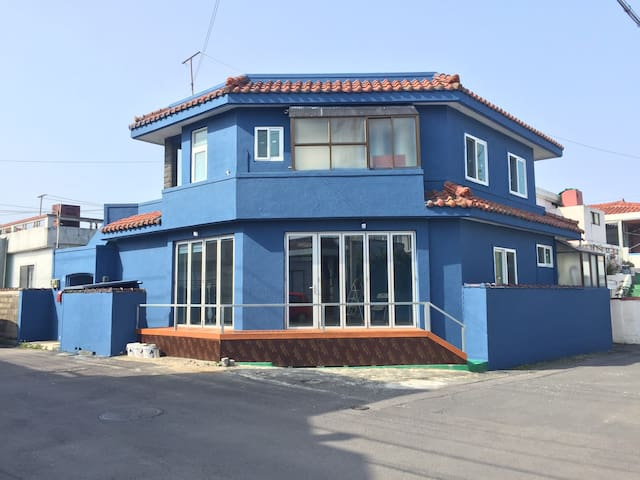 jeju guesthouse 6 bed male dormitory
