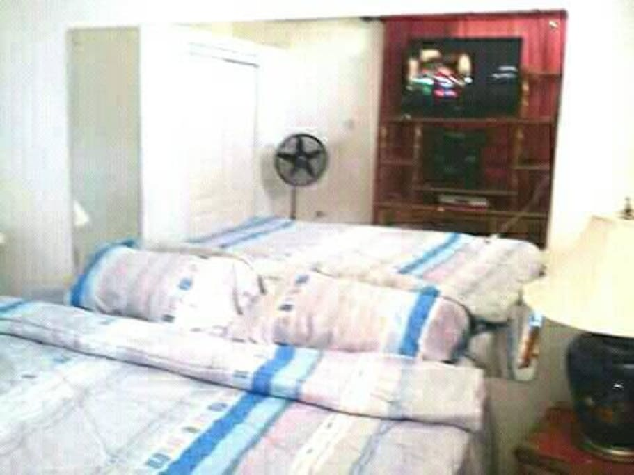 Master Bedroom: King Size Bed#With full glass Headboard+ A/c+fan+ WiFi...Etc