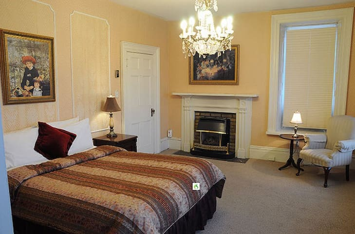 The Penthouse East : Caesar & Cleopatra Suite 300 - Brockville