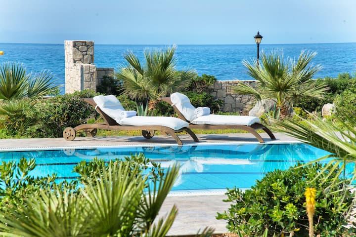 By the sea Hersonissos Villa!