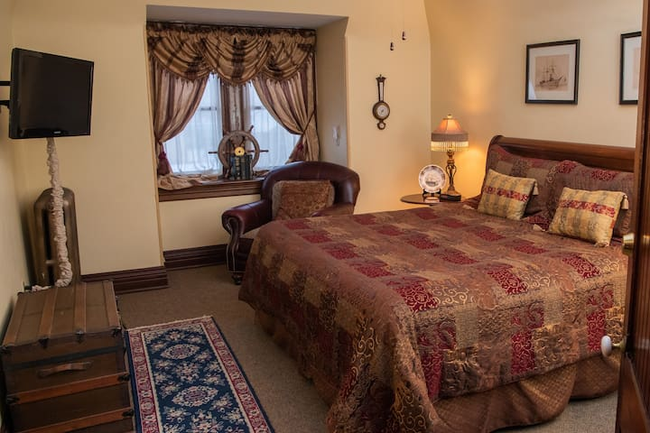 Captains Quarters - Spencer House Bed & Breakfast