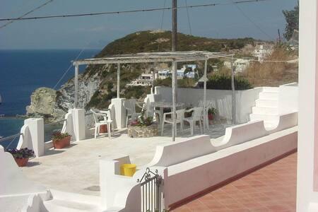 Casa Vacanza a Ponza - Le Forna - Willa