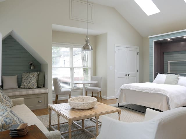 Charming Ansley Park Carriage House