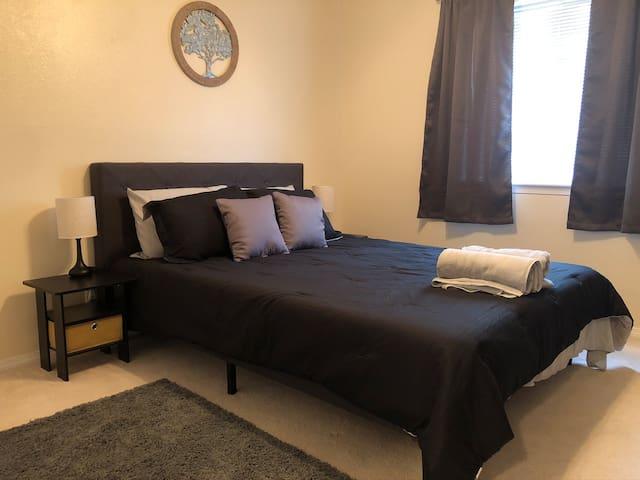 Private 2 Bedroom Home in Quiet Neighborhood