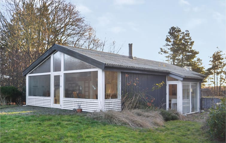 Holiday cottage with 2 bedrooms on 91m² in Grenaa