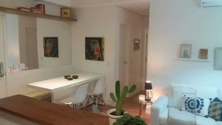 Cambuí - 2 dorms c/2 banheiros  - ar condicionado