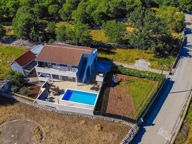 Three bedroom house with terrace Primorski Dolac, Trogir (K-17285)