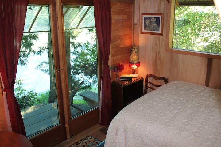 ocean jewel cabin on organic farm - Saltspring Island - Aamiaismajoitus