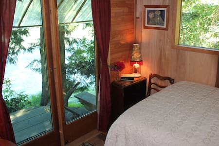 ocean jewel cabin on organic farm - Saltspring Island - Bed & Breakfast
